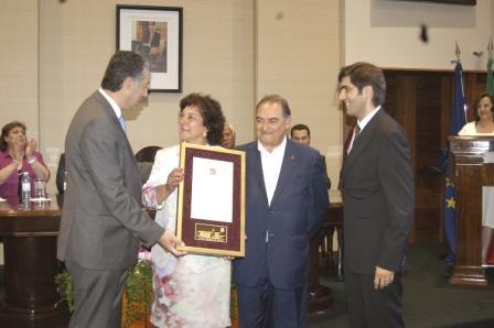 Fundadores do Colégio Casa-Mãe a receber a medalha de ouro